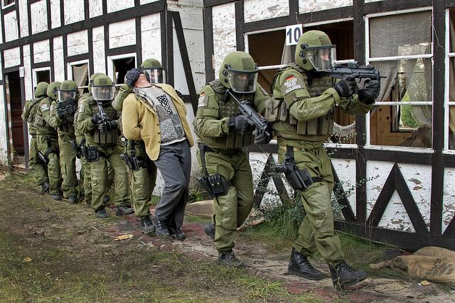 Maschinenpistole-MP7-2
